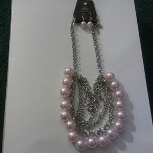 One Way Wallstreet Pink Pearl necklace and earring